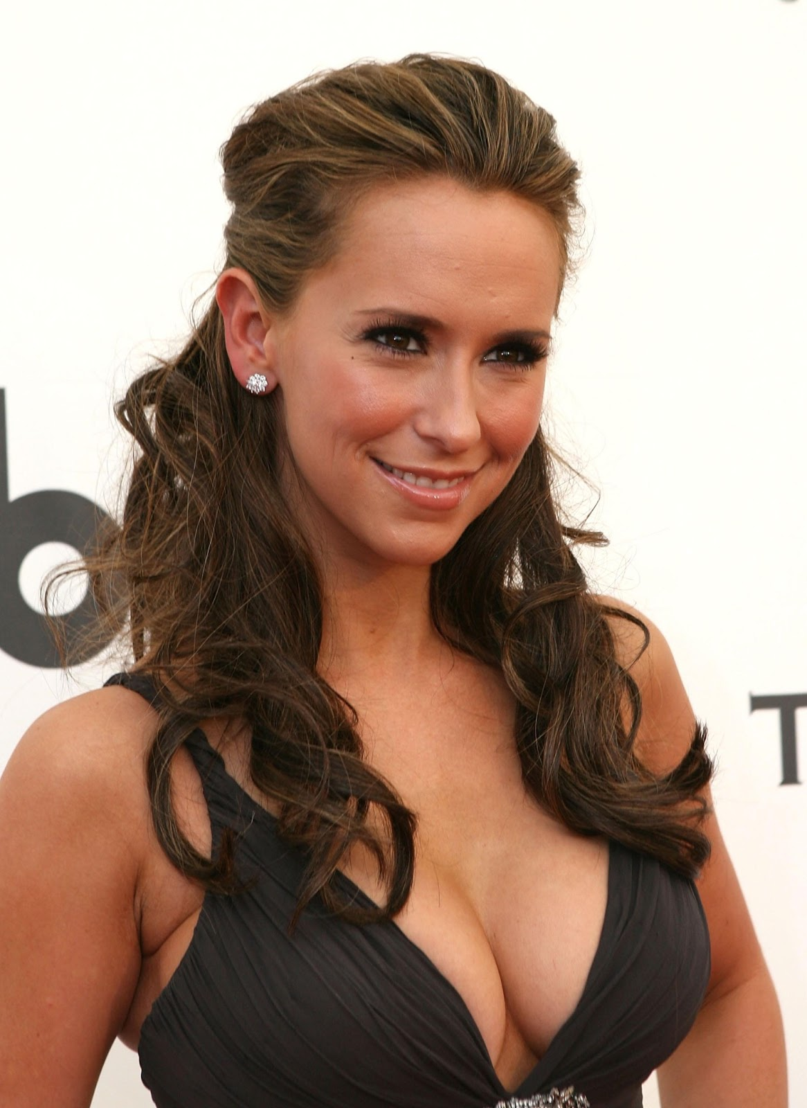 World Traveller: Top 10 hottest women - celebrities