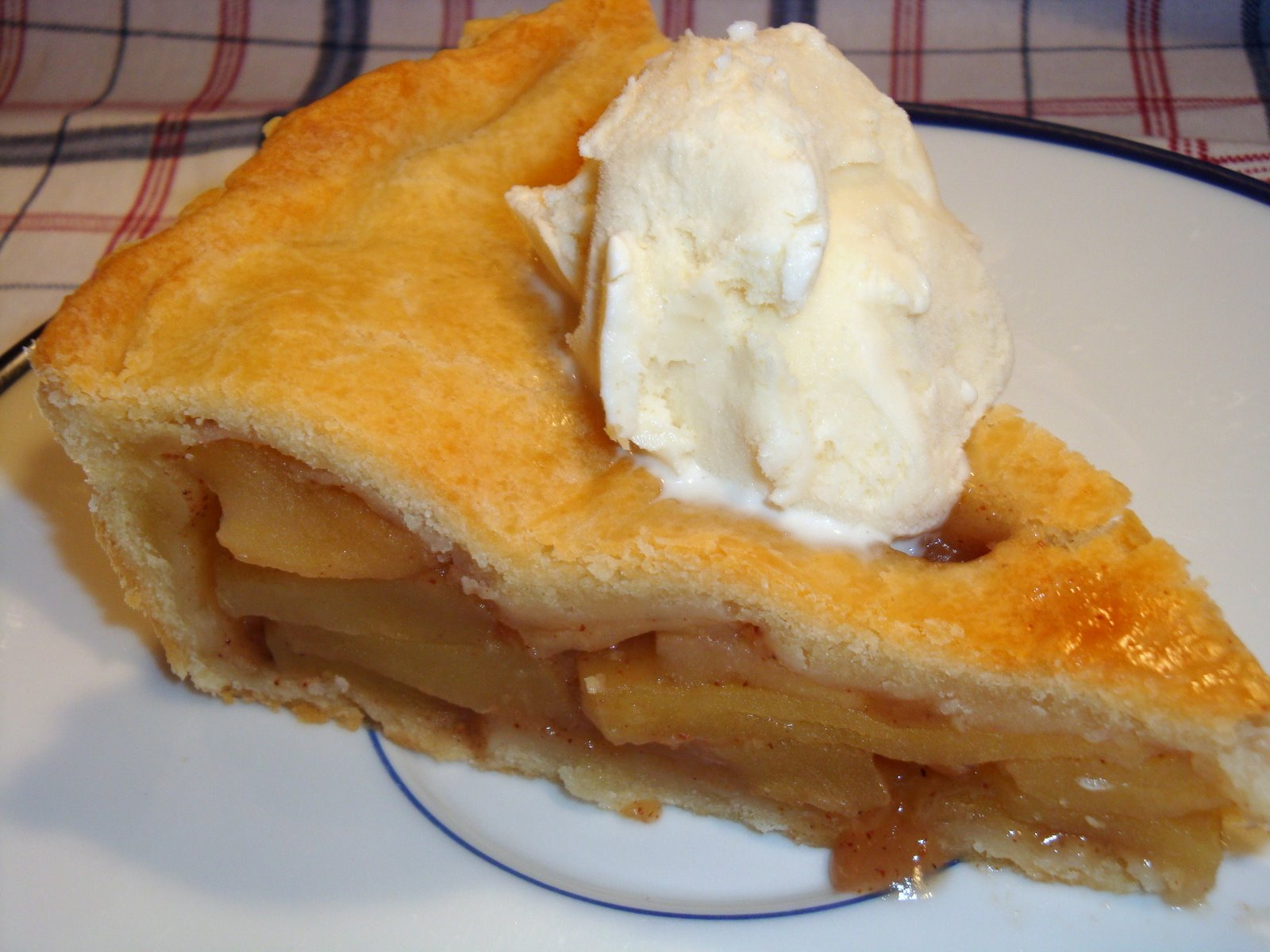Yummy by Emmy: Old-Fashioned Apple Pie