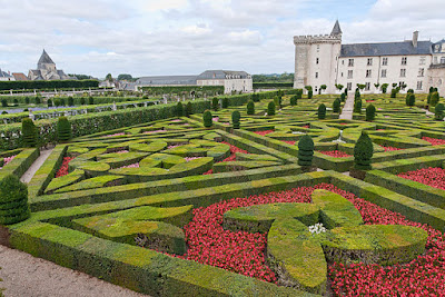 """Chateau-Villandry-JardinsEtChateau1"" by Jean-Christophe BENOIST - Own work. Licensed under CC BY 3.0 via Wikimedia Commons - http://commons.wikimedia.org/wiki/File:Chateau-Villandry-JardinsEtChateau1.jpg#/media/File:Chateau-Villandry-JardinsEtChateau1.jpg"