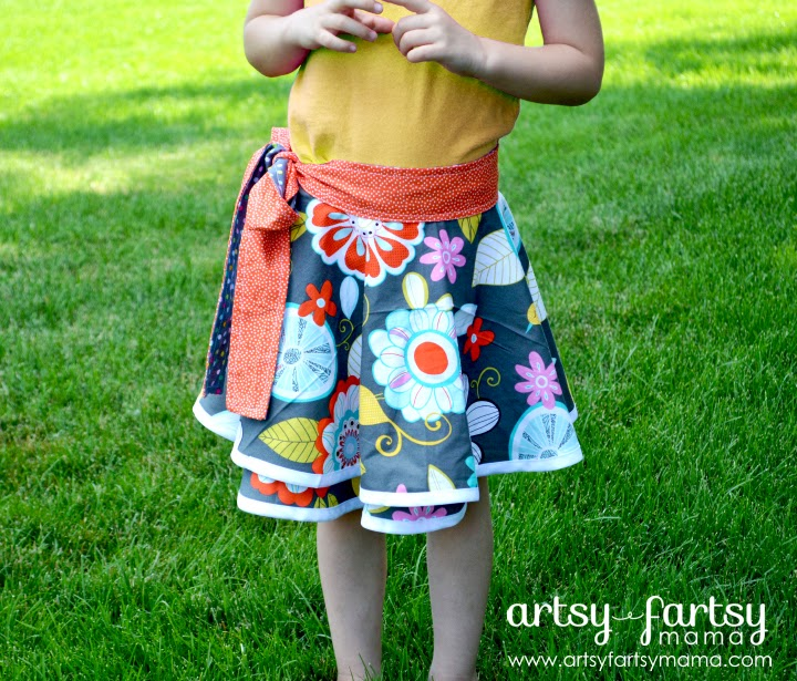 Toddler Wrap Skirt at artsyfartsymama.com #sewing