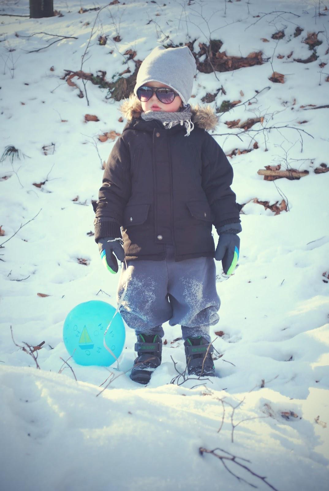 małe wilczki na śniagu,dzieci na śniegu, flawless, czapka dresowa, czapka futrzana dla dzieci, buty zimowe dla dzieci z lidla, buty lupilu na zimę, okulary przeciwsłoneczne dla dzieci, pepco, taxtil market
