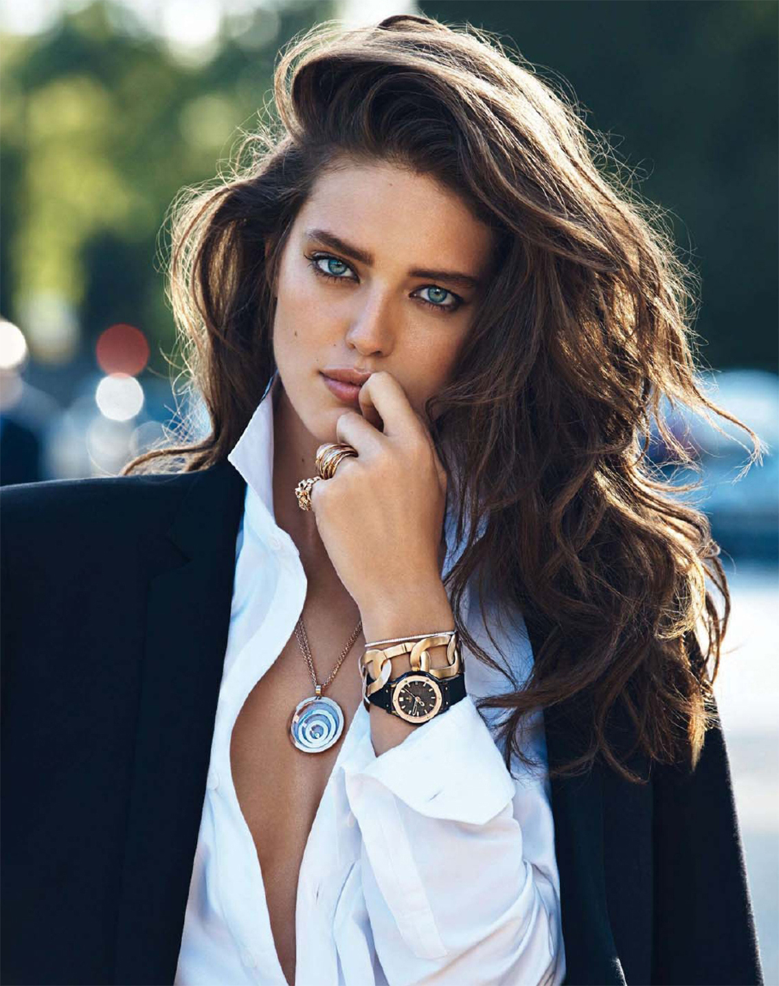 Emily Didonato in La Couleur de L'Or / Vogue Paris Bijoux September 2013 (photography: Lachlan Bailey, styling: Claire Dhelens) / white shirt in fashion editorials / short history of white shirt / wardrobe essentials / via fashioned by love british fashion blog