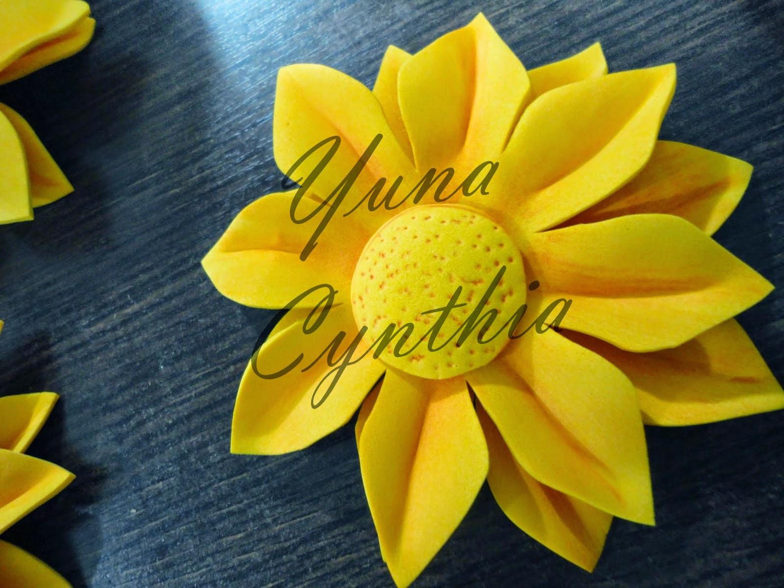 Yuna Cynthia: Tutorial: Hacer flores de goma eva/foami (girasoles)