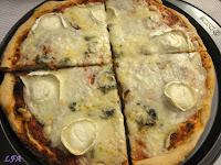 Pizza a los 4 quesos con masa de oregano