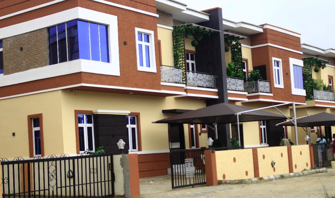 4 Bedroom Semi Detached and 5 Bedroom Fully Detached Duplexes FOR SALE at Buene Vista Estate.