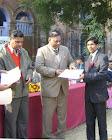 सवाई सिंह को सर्वश्रेष्ठ स्वयं सेवक का खिताब मिला (आगरा कॉलेज में )