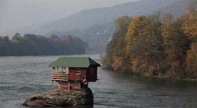 وسط نهر درينا منزل! 3.jpg