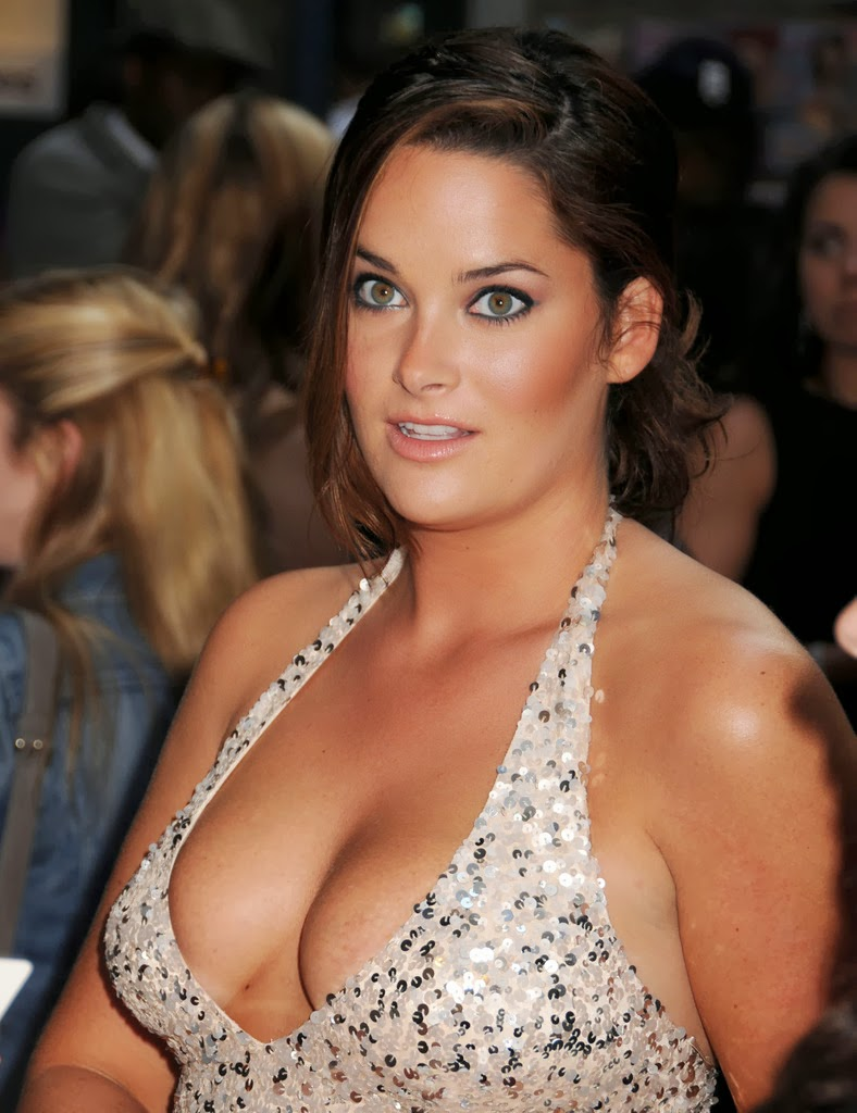 hot plus size mom
