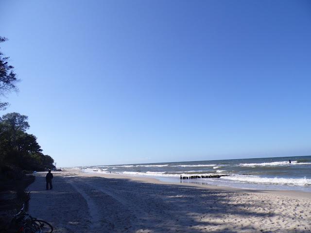 plaża nad Bałtykiem w pobliżu latarni morskiej w Gąskach