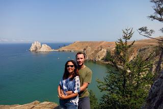 Roca del Chamán y bahía en Lago Baikal, transiberiano 2015