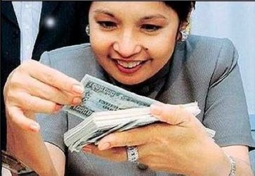 Gloria Macapagal-Arroyo counting money