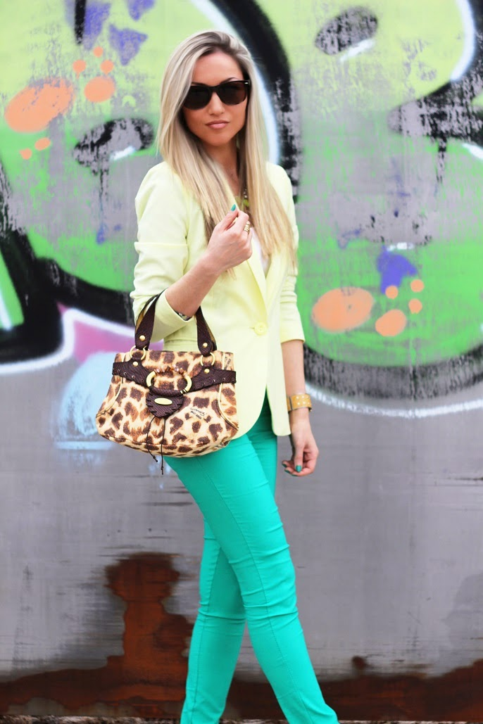 look do dia, ootd, look of the day, outfit, personal style, estilo pessoal, amarelo, verde esmeralda, blazer, sandálias zilian, camel e dourado, cores vibrantes, mala just cavalli, animal print, leopardo, tendências, primavera verão 2014, chic look, blog de moda, blogue de moda, blog de moda portugal, blogues de moda portugueses, consultoria de imagem, dicas de imagem, style statement, fashion blog, personal stylist, new yorker, guess, animal print purse, círculo cromático, emerald green, gold, studs, spikes, neon colors