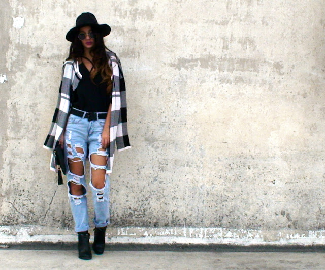 street style ripped jeans outfit
