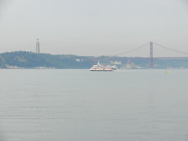 Лиссабон. река Тежу.