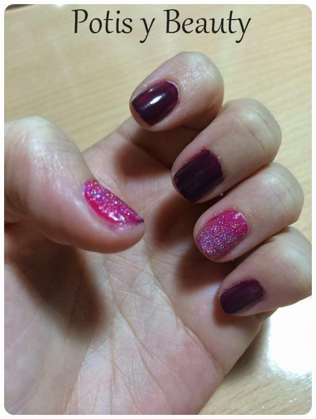 Uñas moradas con glitter