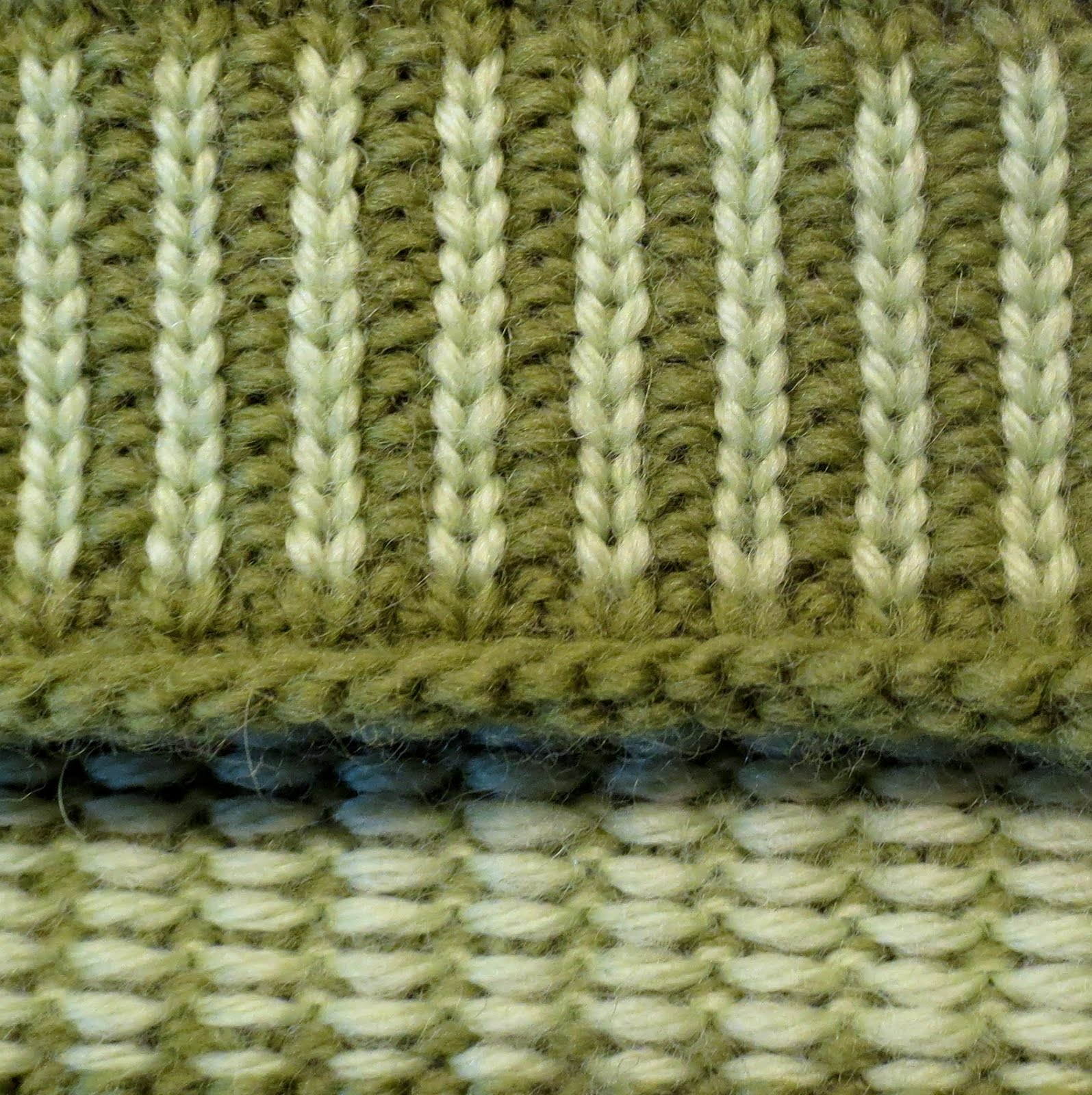 Knitting Stitches Yarn Back : TECHknitting: Corrugated ribbing tricks and tips