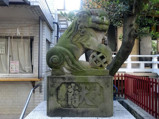 狛犬,皆中稲荷神社,新大久保〈著作権フリー無料画像〉Free Stock Photos