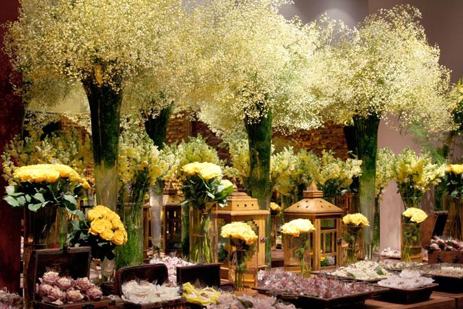 imagens de decoracao de casamento azul e amarelo : imagens de decoracao de casamento azul e amarelo:decoração de casamento em tons de amarelo detalhes de mesa de doces