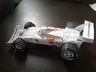 carro formula 1 hecho con un molde de papel. papertoys