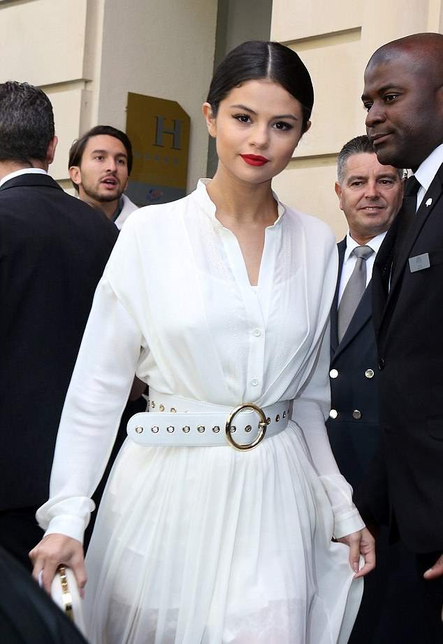 fashion,celebs,beauty,lifestyle,luxury,indian fashion blogger,music artist,Selena Gomez,best dressed,beauty,beautifulwomen,fashionistas,chamber of beauty
