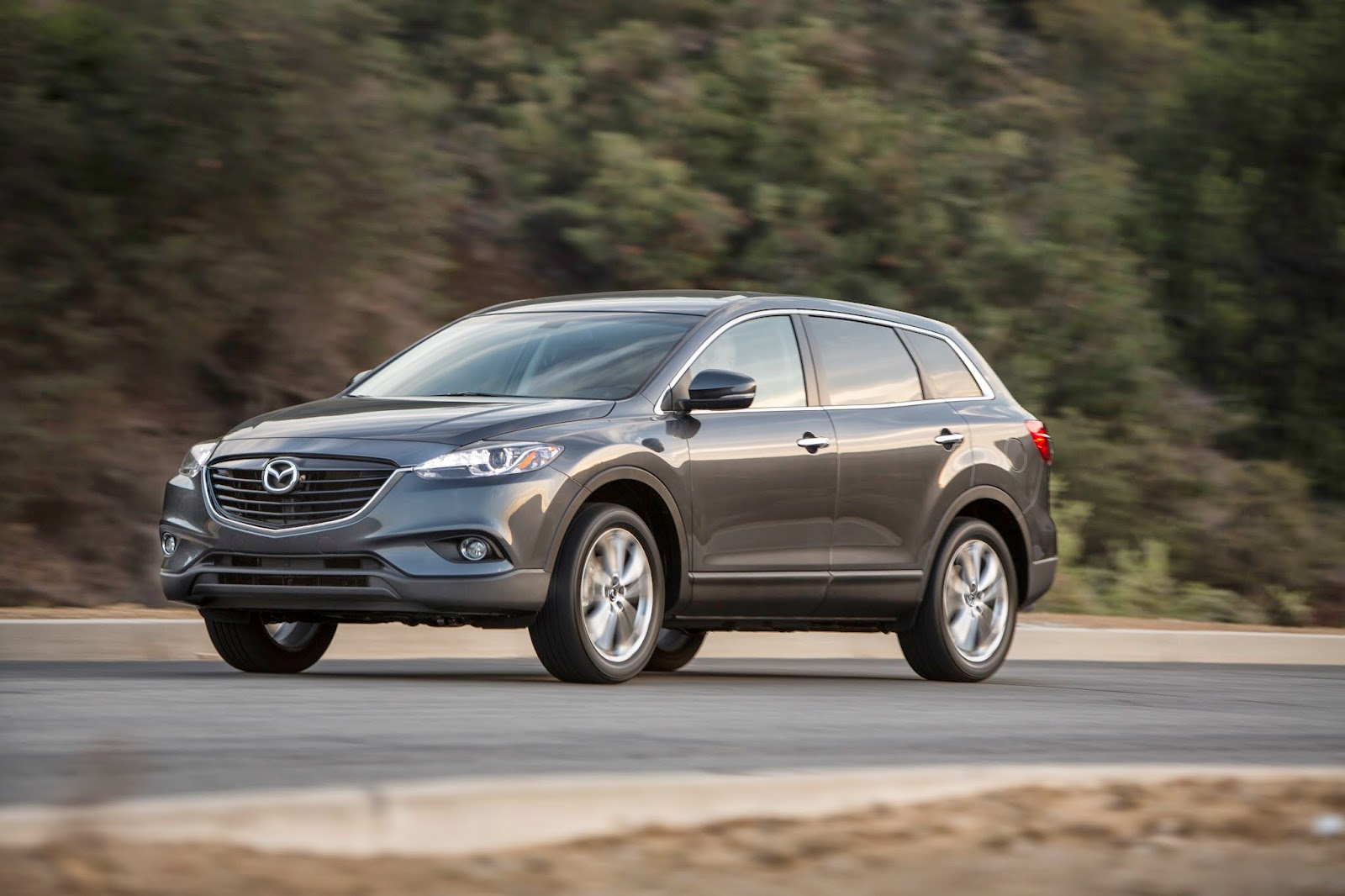 Front 3/4 view of 2015 Mazda CX-9