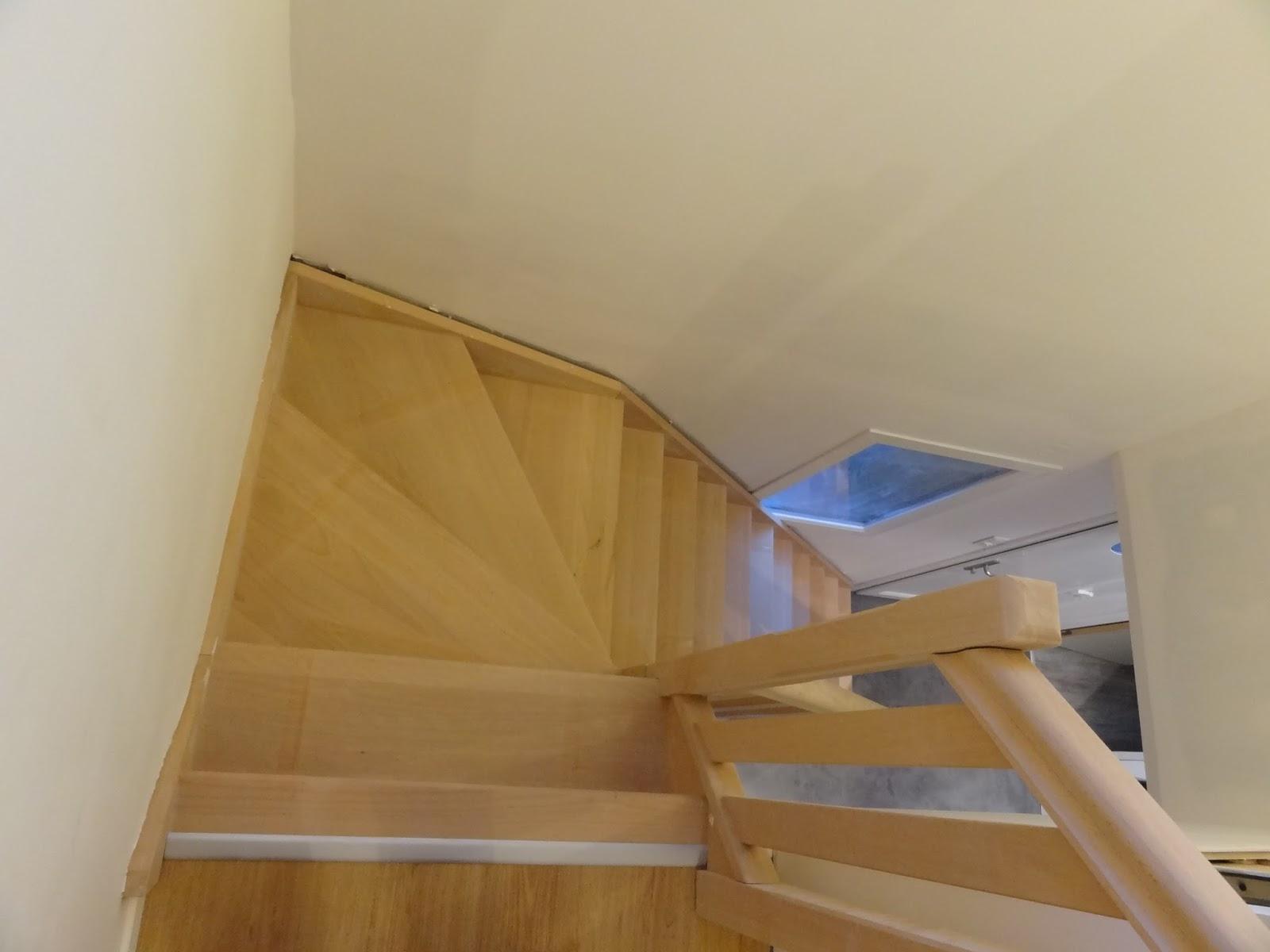 Une maison en bois entr e et cage d 39 escalier - Couleur pour une cage d escalier ...