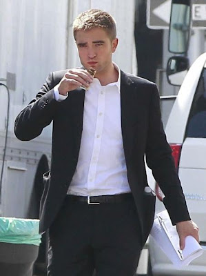 Robert Pattinson en el rodaje de 'Maps to the Stars', la nueva película de David Cronenberg. +CINE. Making Of