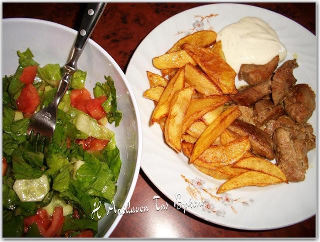 Χοιρινό τηγανιά με πατάτες και χειροποίητη μαγιονέζα με γάλα και άρωμα ρίγανης