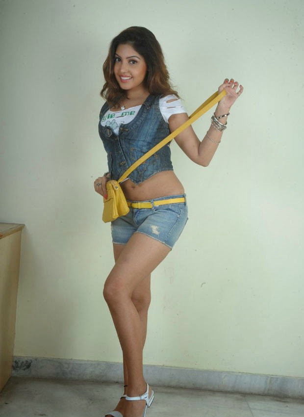 south sexy busty actress komal jha exposing armpits deep ...