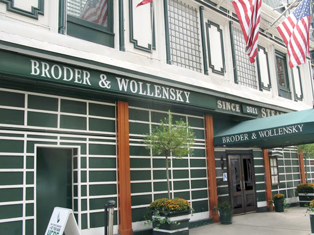 Broder and Wollensky was not the name of this steakhouse that you can visit when dining in New York