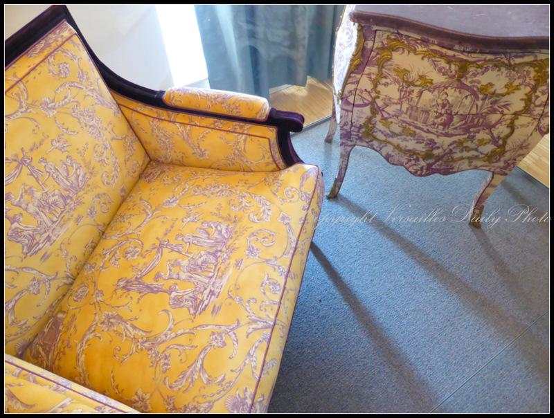 Toile de Jouy armchair and commode Olivarès