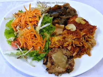 Viva o Grão Restaurante Natural: Prato preparado com opções do buffet