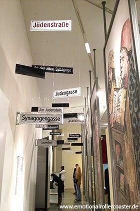 Schilderwald im Jüdischen Museum Berlin