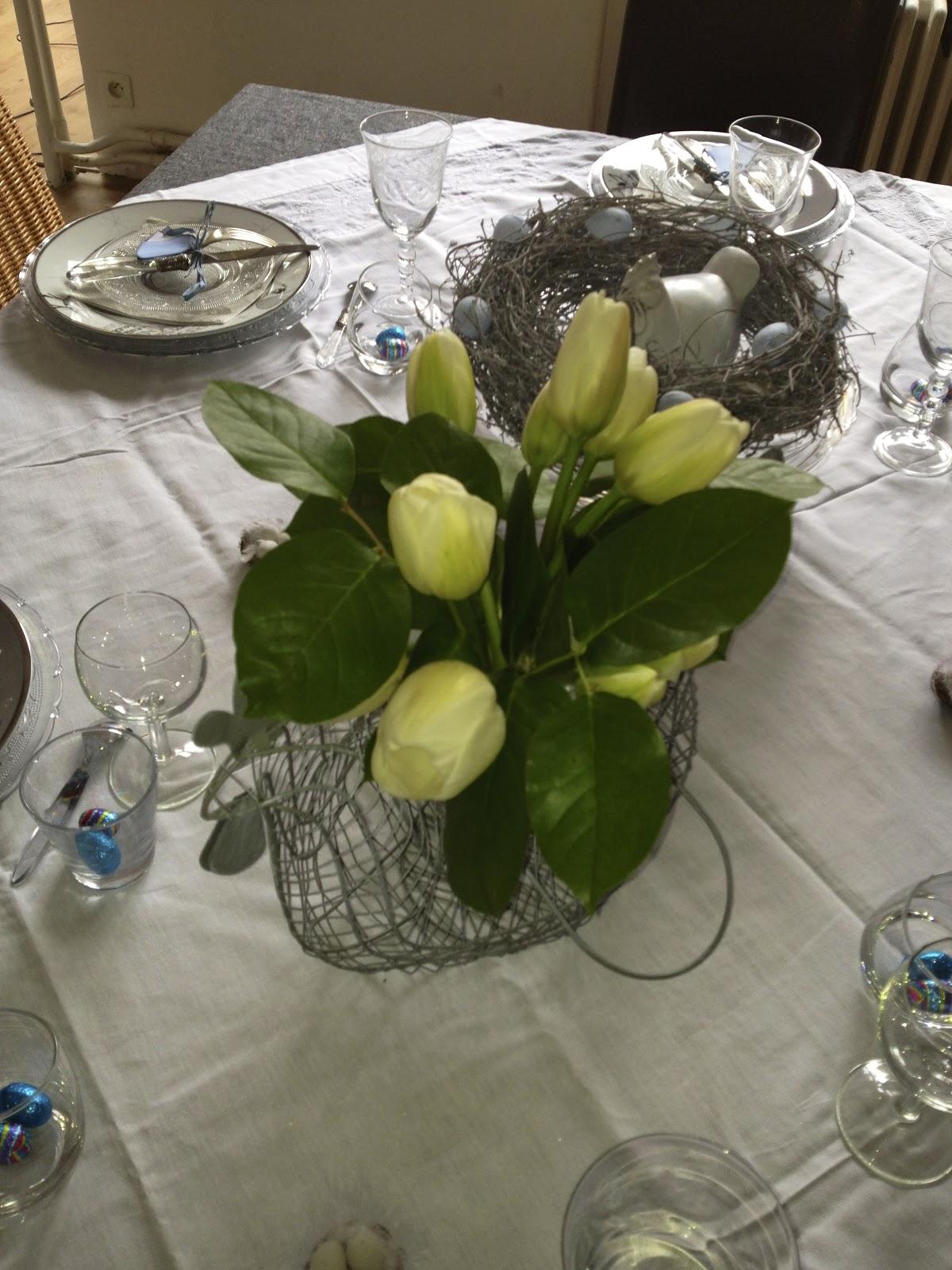 Rue boucher de perthes d coration de table de p ques en bleu pascal - Decoration table paques fleurs ...