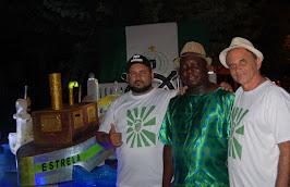Airton Engster dos Santos e integrantes da Escola Renascer do Samba