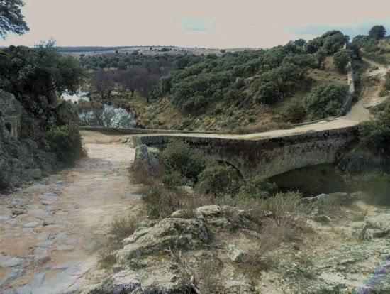 Camino de bajada hasta el Puente de la Marmota
