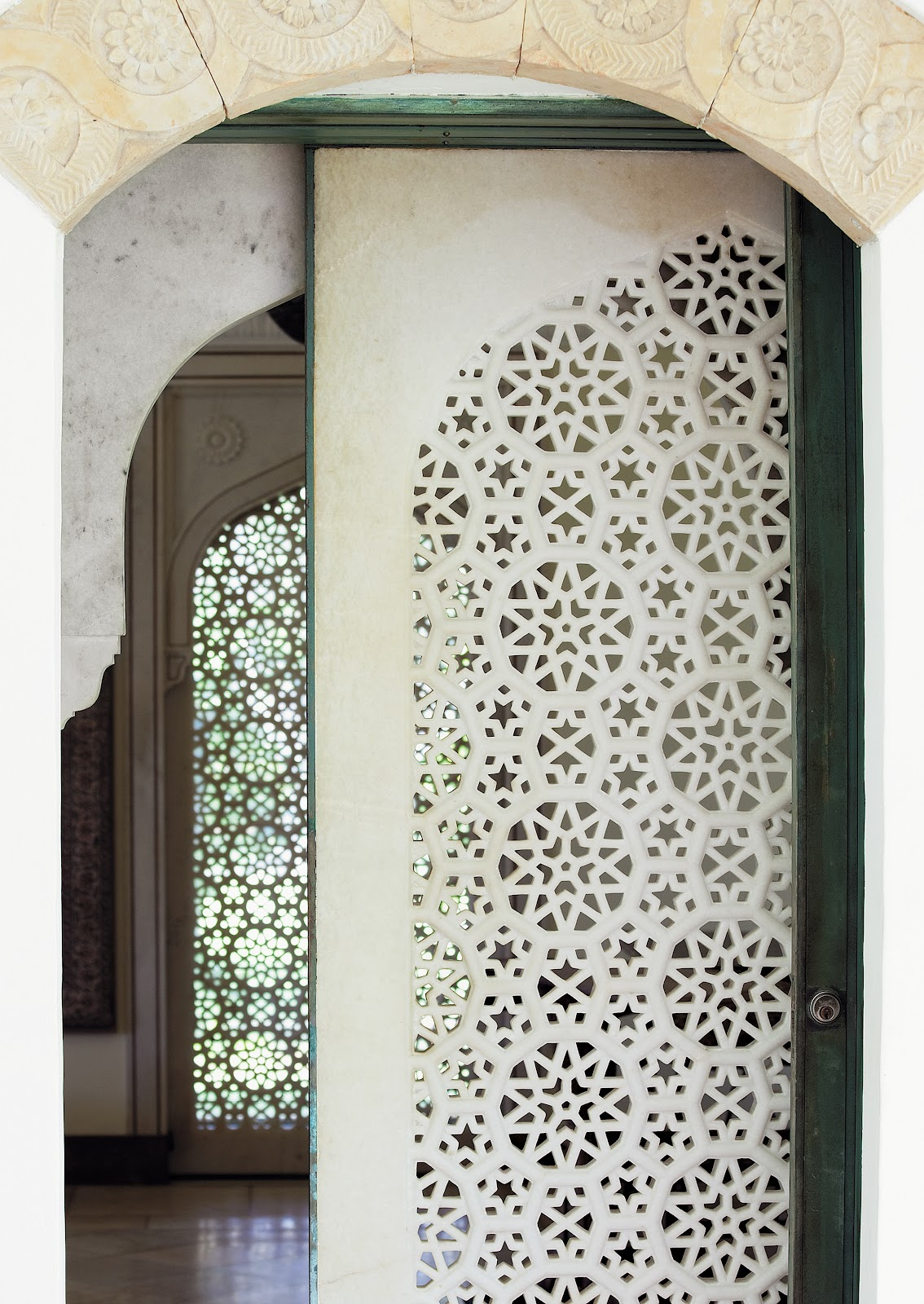 Screen wall on pinterest screens room dividers and for Door design steel jali