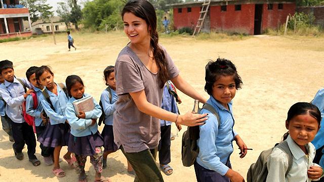 Selena Gómez visita Nepal como embajadora de UNICEF