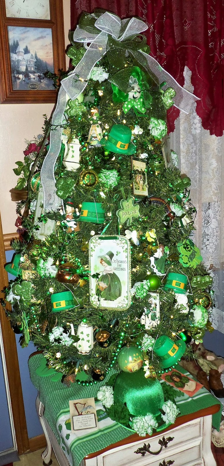 St. Patrick's Day Tree in the Den, 2017