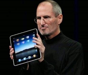 Ο Steve Jobs παρουσιάσε το iPad το 2010. Η συσκευή πούλησε πάνω από τρία εκατομμύρια μονάδες κατά τους πρώτους τρεις μήνες
