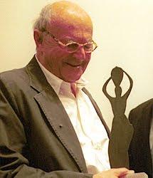 En 2003 recibió el Premio Julio González.