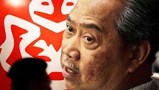 100 cawangan UMNO Johor bubar jika Muhyiddin dipecat