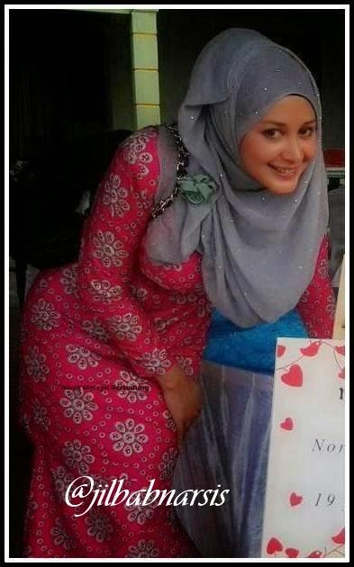 Foto Cewek Memakai Jilbab Cantik dan Seksi BncZ9xeCcAAxpTf