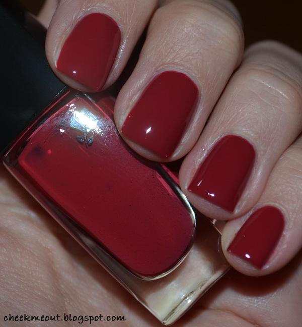 Great tulipe nail polish image here, very nice angles