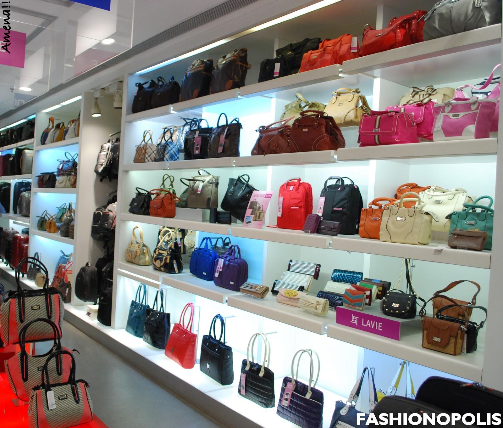 Plus size fashion blogger beauty lifestyle feminism styled with