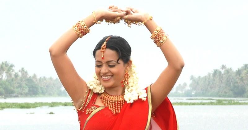 INDIAN ACTRESS: Bhavana Malayalam movie song showing black