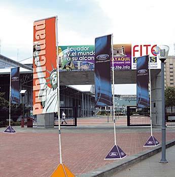 Pixel hd studio banners tensados for Piletas cuadradas de lona