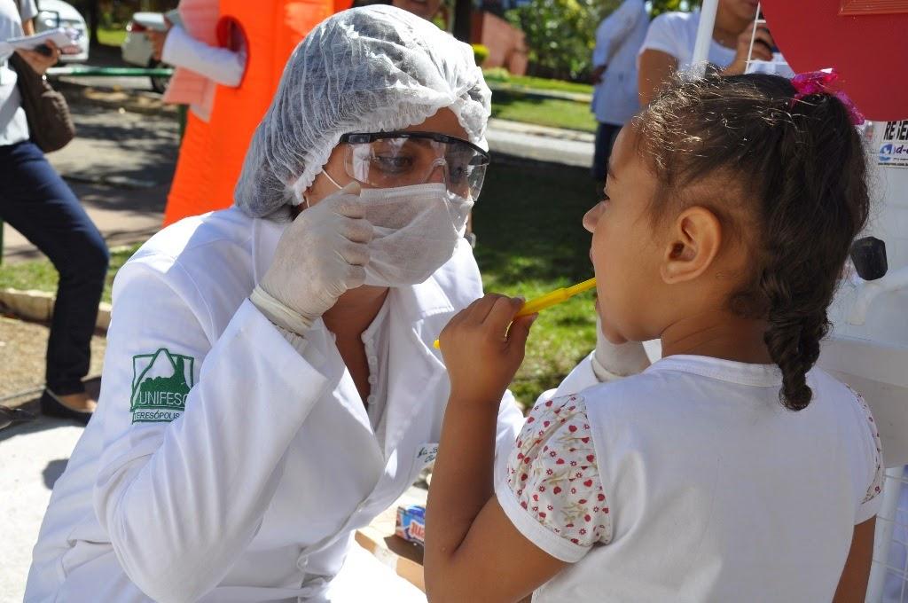 """Equipes da Estratégia Saúde da Família dos PSFs e cursos do UNIFESO realizaram a ação """"Em dia com a Saúde"""""""