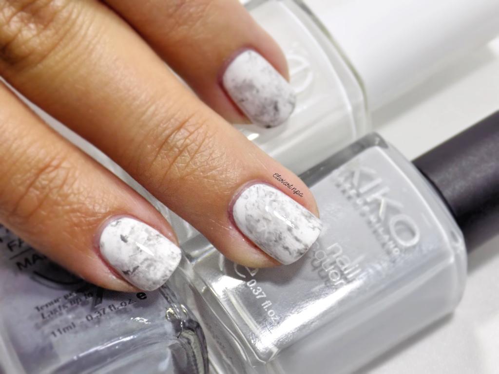 Pour réaliser ces ongles en marbre, j\u0027ai décidé de le faire sur fond blanc,  je trouve cela plus joli, je testerai sûrement sur du noir dans peu de  temps.