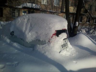 Снегом занесло все дворы